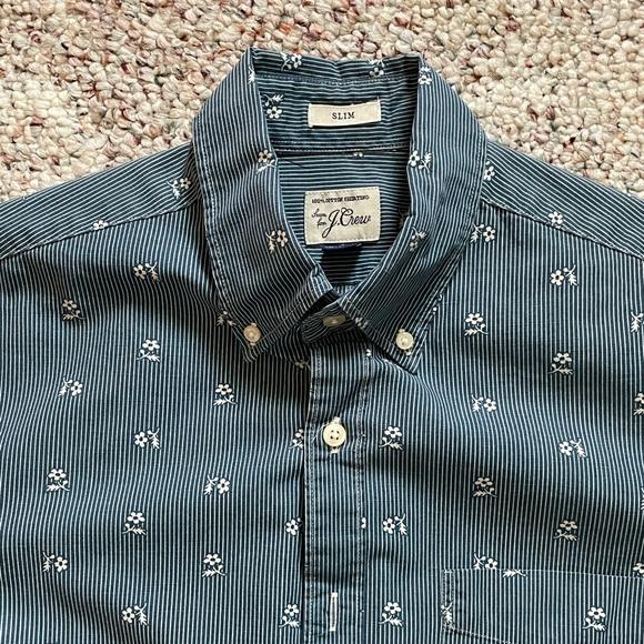 Men's slim button-down, long sleeve cotton shirt